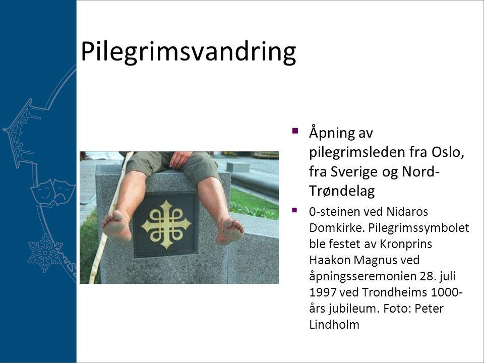 Pilegrimsvandring  Åpning av pilegrimsleden fra Oslo, fra Sverige og Nord- Trøndelag  0-steinen ved Nidaros Domkirke. Pilegrimssymbolet ble festet a