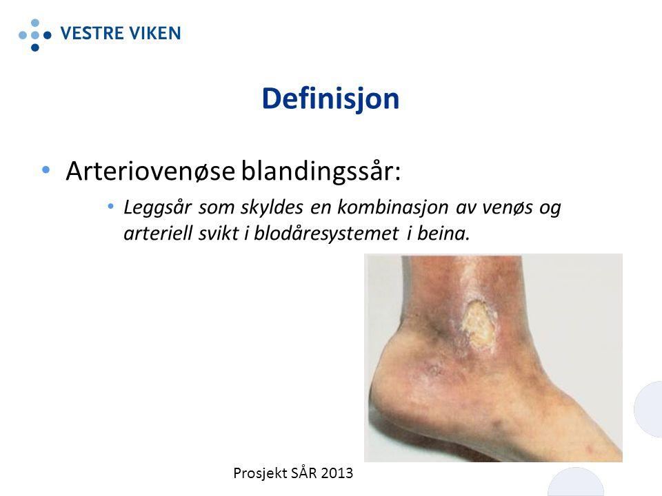Definisjon Arteriovenøse blandingssår: Leggsår som skyldes en kombinasjon av venøs og arteriell svikt i blodåresystemet i beina. Prosjekt SÅR 2013