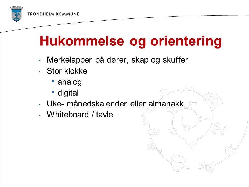 Hukommelse og orientering Merkelapper på dører, skap og skuffer Stor klokke analog digital Uke- månedskalender eller almanakk Whiteboard / tavle