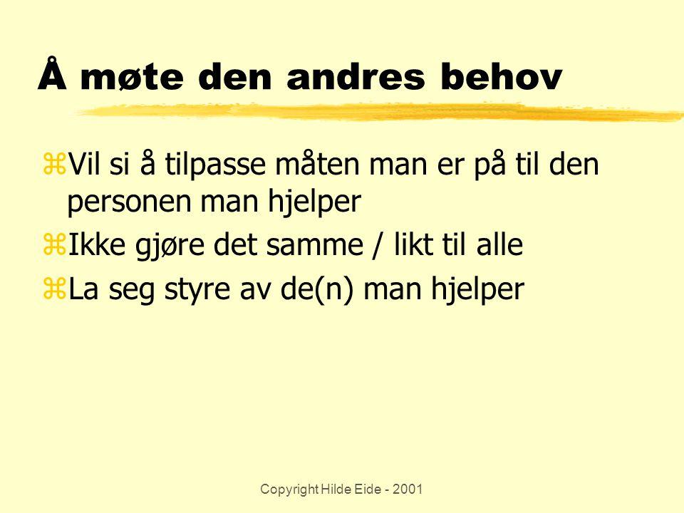 Copyright Hilde Eide - 2001 Å møte den andres behov zVil si å tilpasse måten man er på til den personen man hjelper zIkke gjøre det samme / likt til a
