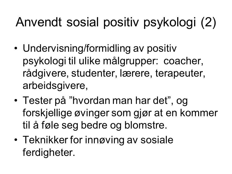 Anvendt sosial positiv psykologi (2) Undervisning/formidling av positiv psykologi til ulike målgrupper: coacher, rådgivere, studenter, lærere, terapeuter, arbeidsgivere, Tester på hvordan man har det , og forskjellige øvinger som gjør at en kommer til å føle seg bedre og blomstre.
