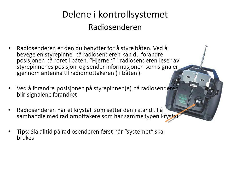 Delene i kontrollsystemet Radiosenderen Radiosenderen er den du benytter for å styre båten.
