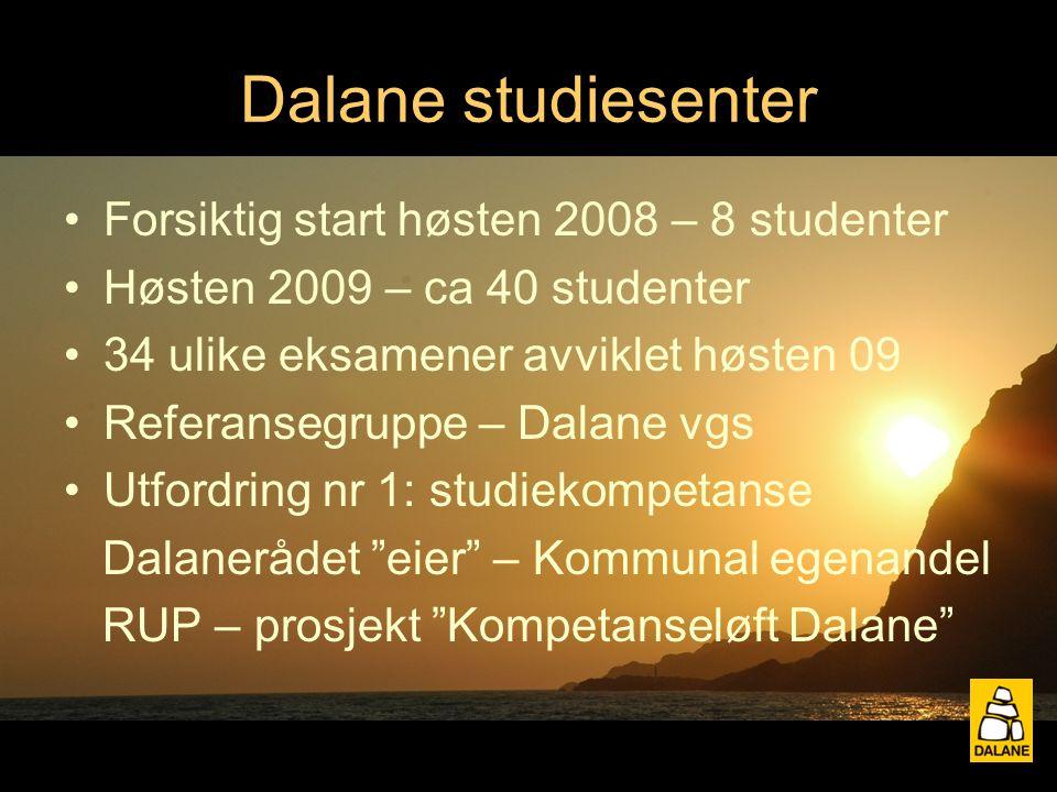 Dalane studiesenter Forsiktig start høsten 2008 – 8 studenter Høsten 2009 – ca 40 studenter 34 ulike eksamener avviklet høsten 09 Referansegruppe – Dalane vgs Utfordring nr 1: studiekompetanse Dalanerådet eier – Kommunal egenandel RUP – prosjekt Kompetanseløft Dalane