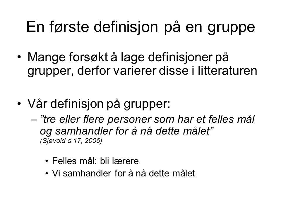 """En første definisjon på en gruppe Mange forsøkt å lage definisjoner på grupper, derfor varierer disse i litteraturen Vår definisjon på grupper: –""""tre"""