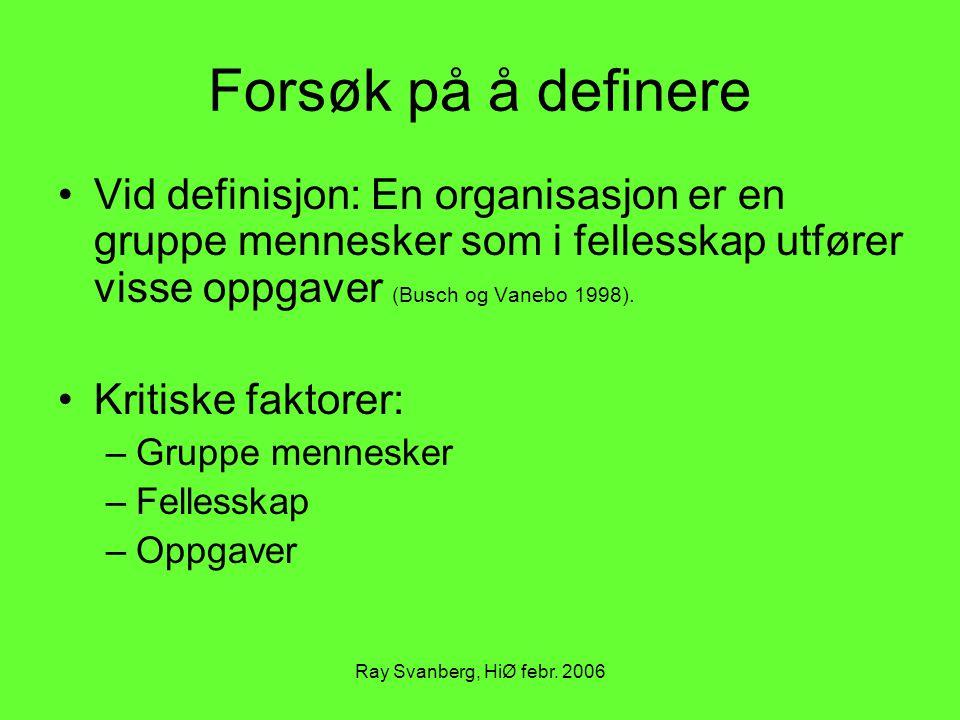 Ray Svanberg, HiØ febr. 2006 Forsøk på å definere Vid definisjon: En organisasjon er en gruppe mennesker som i fellesskap utfører visse oppgaver (Busc