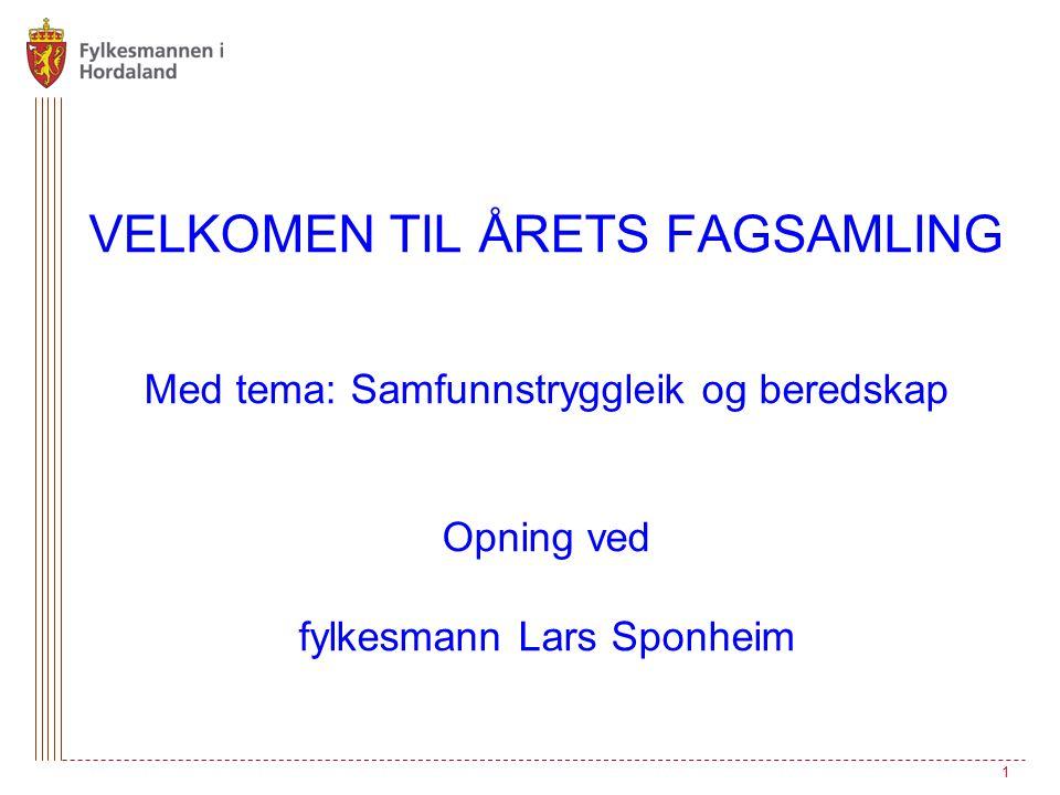 VELKOMEN TIL ÅRETS FAGSAMLING Med tema: Samfunnstryggleik og beredskap Opning ved fylkesmann Lars Sponheim 1