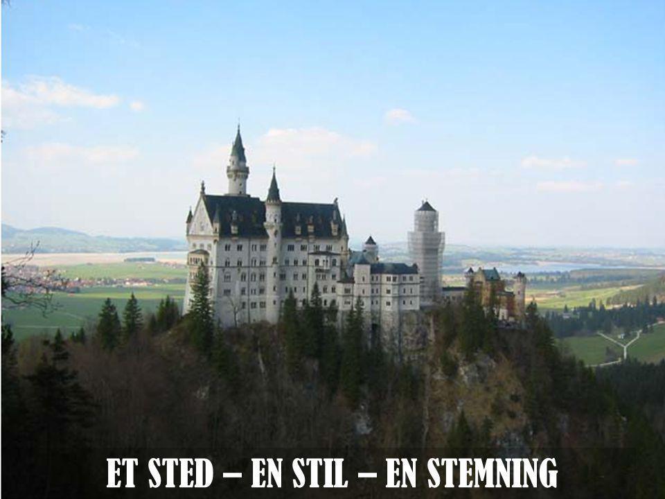 ET STED – EN STIL – EN STEMNING