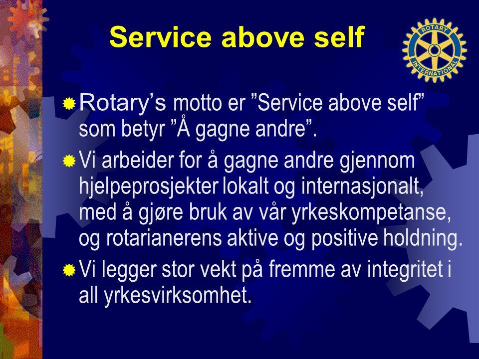 """Service above self  Rotary's motto er """"Service above self"""" som betyr """"Å gagne andre"""".  Vi arbeider for å gagne andre gjennom hjelpeprosjekter lokalt"""