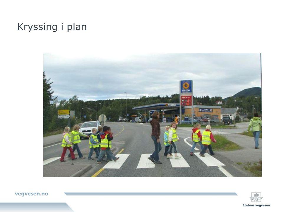 Skisseprosjekt/forprosjekt Beskrivelse av hvor prosjektet er Behovet forprosjektet - hva prosjektet vil løse om det blir realisert – oppnåelse av hvilke mål En god del teknikaliteter: vegbredde, vegstandard, ÅDT, tidligere planer, andre planer, trafikale forbedringer med prosjektet osv.