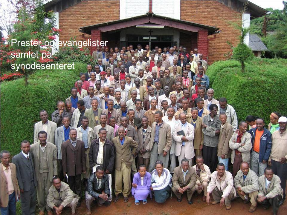 Prester og evangelister samlet på synodesenteret