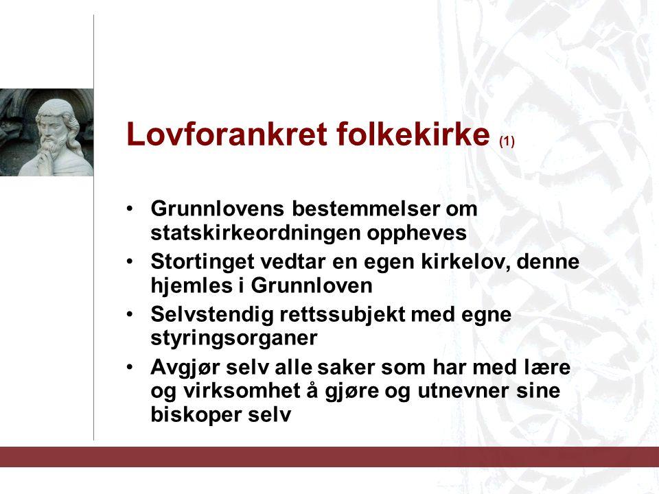 Lovforankret folkekirke (1) Grunnlovens bestemmelser om statskirkeordningen oppheves Stortinget vedtar en egen kirkelov, denne hjemles i Grunnloven Se
