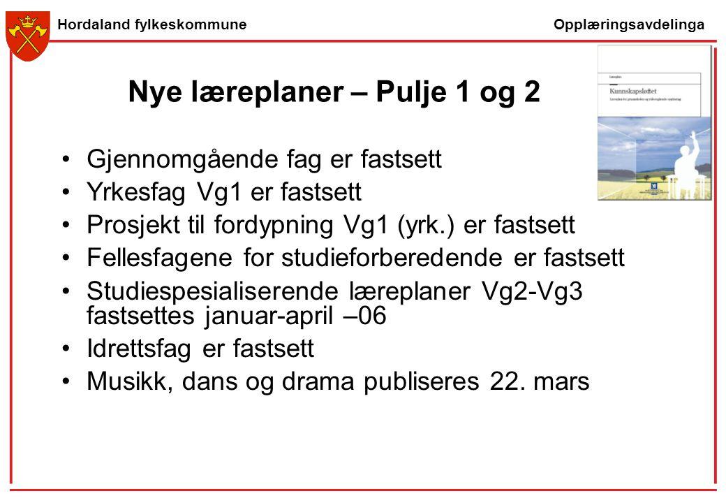 Opplæringsavdelinga Hordaland fylkeskommune Nye læreplaner – Pulje 1 og 2 Gjennomgående fag er fastsett Yrkesfag Vg1 er fastsett Prosjekt til fordypni