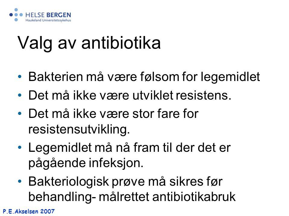 P.E.Akselsen 2007 Valg av antibiotika Bakterien må være følsom for legemidlet Det må ikke være utviklet resistens. Det må ikke være stor fare for resi