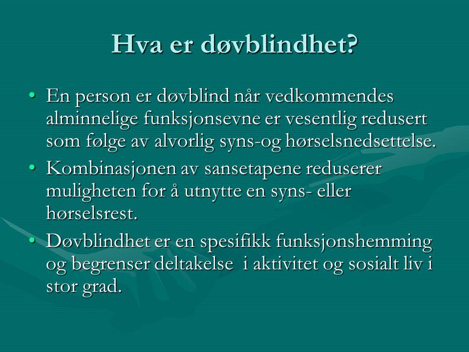 Hva er døvblindhet? En person er døvblind når vedkommendes alminnelige funksjonsevne er vesentlig redusert som følge av alvorlig syns-og hørselsnedset