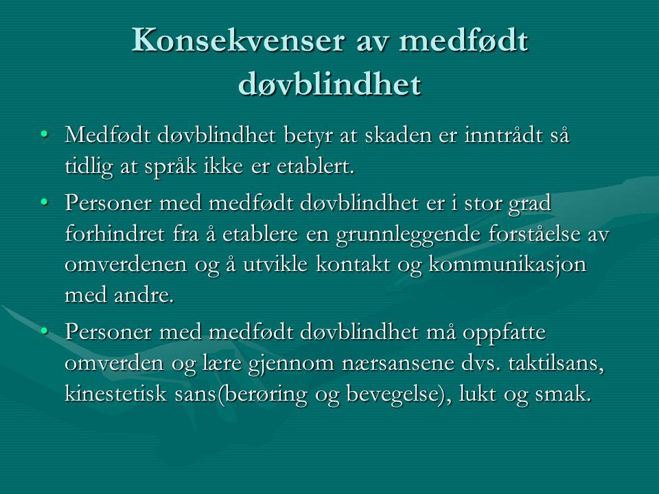 Konsekvenser av medfødt døvblindhet Medfødt døvblindhet betyr at skaden er inntrådt så tidlig at språk ikke er etablert.Medfødt døvblindhet betyr at s