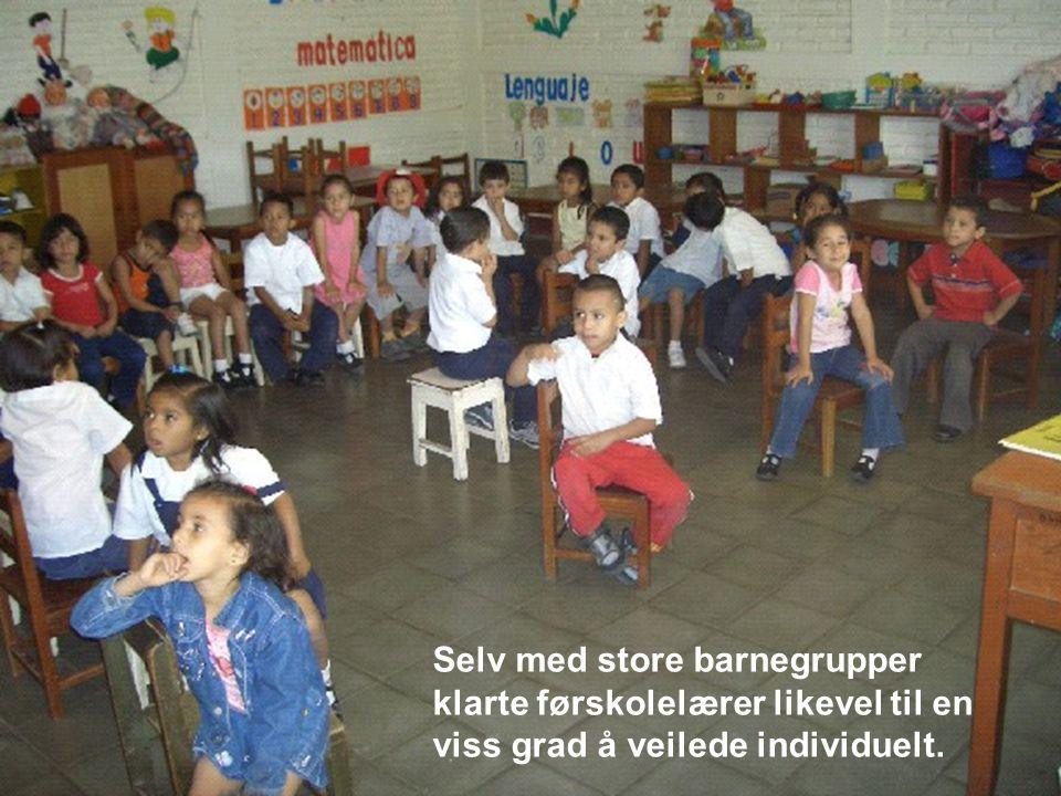 Selv med store barnegrupper klarte førskolelærer likevel til en viss grad å veilede individuelt.