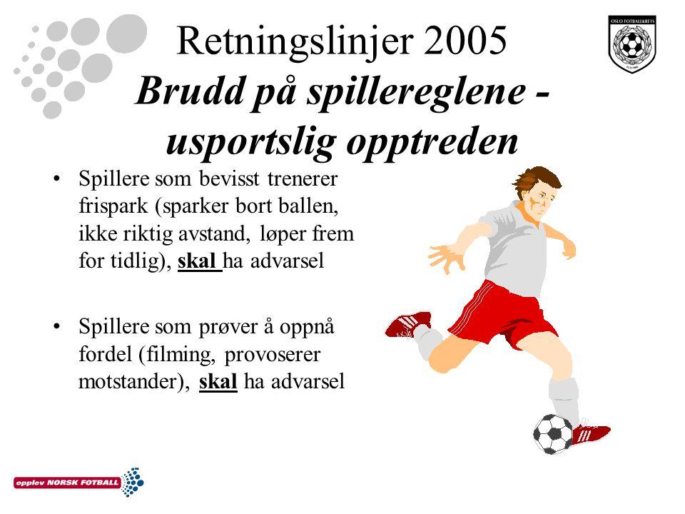 Retningslinjer 2005 Brudd på spillereglene - usportslig opptreden Spillere som bevisst trenerer frispark (sparker bort ballen, ikke riktig avstand, løper frem for tidlig), skal ha advarsel Spillere som prøver å oppnå fordel (filming, provoserer motstander), skal ha advarsel