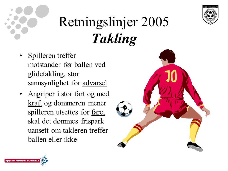 Retningslinjer 2005 Takling Spilleren treffer motstander før ballen ved glidetakling, stor sannsynlighet for advarsel Angriper i stor fart og med kraf
