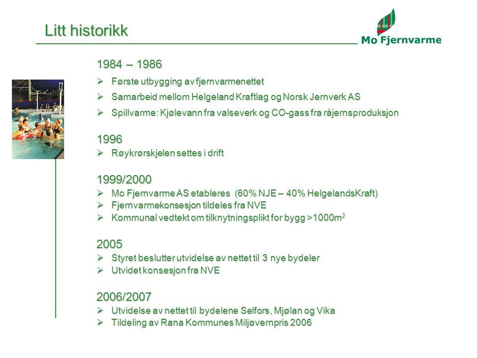 2 Litt historikk 1984 – 1986  Første utbygging av fjernvarmenettet  Samarbeid mellom Helgeland Kraftlag og Norsk Jernverk AS  Spillvarme: Kjølevann fra valseverk og CO-gass fra råjernsproduksjon 1996  Røykrørskjelen settes i drift 1999/2000  Mo Fjernvarme AS etableres (60% NJE – 40% HelgelandsKraft)  Fjernvarmekonsesjon tildeles fra NVE  Kommunal vedtekt om tilknytningsplikt for bygg >1000m 2 2005  Styret beslutter utvidelse av nettet til 3 nye bydeler  Utvidet konsesjon fra NVE 2006/2007  Utvidelse av nettet til bydelene Selfors, Mjølan og Vika  Tildeling av Rana Kommunes Miljøvernpris 2006