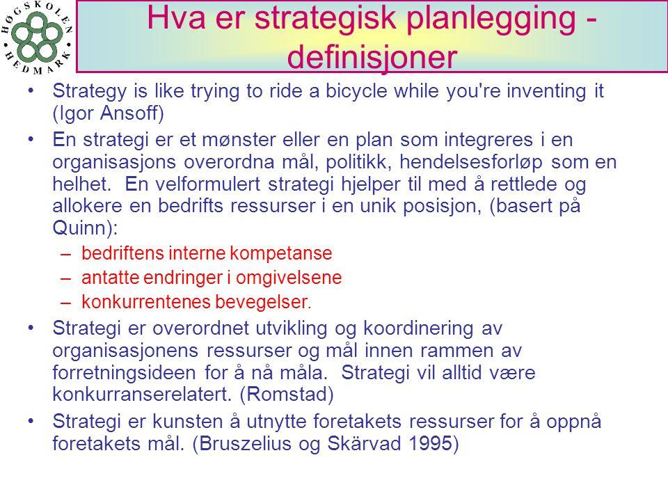 Hva er strategisk planlegging - definisjoner Strategy is like trying to ride a bicycle while you're inventing it (Igor Ansoff) En strategi er et mønst