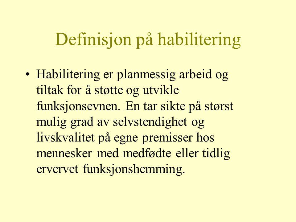 Definisjon på habilitering Habilitering er planmessig arbeid og tiltak for å støtte og utvikle funksjonsevnen. En tar sikte på størst mulig grad av se