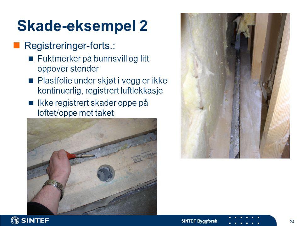 SINTEF Byggforsk 24 Skade-eksempel 2 Registreringer-forts.: Fuktmerker på bunnsvill og litt oppover stender Plastfolie under skjøt i vegg er ikke kont