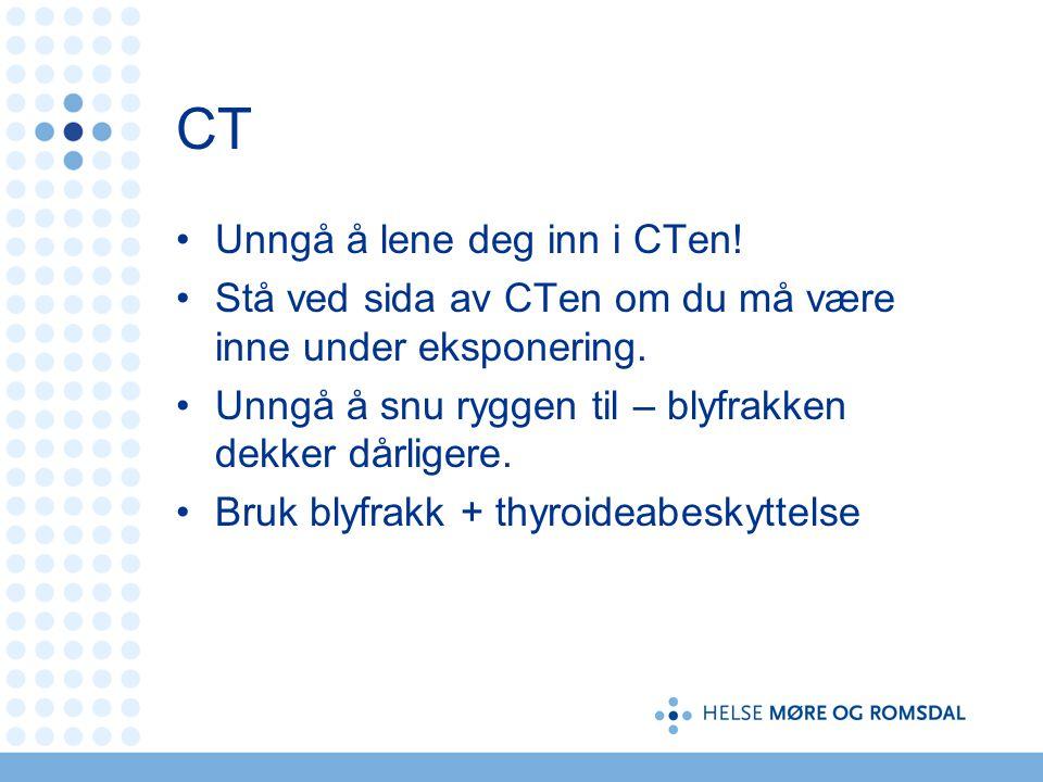 CT Unngå å lene deg inn i CTen! Stå ved sida av CTen om du må være inne under eksponering. Unngå å snu ryggen til – blyfrakken dekker dårligere. Bruk