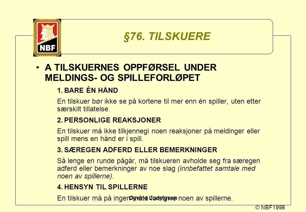 © NBF1998 Øyvind Ludvigsen §76. TILSKUERE A TILSKUERNES OPPFØRSEL UNDER MELDINGS- OG SPILLEFORLØPET 1.BARE ÉN HÅND En tilskuer bør ikke se på kortene