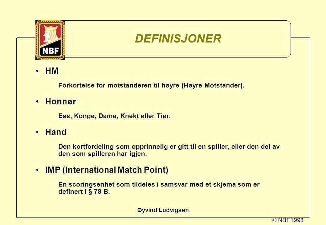 © NBF1998 Øyvind Ludvigsen DEFINISJONER HM Forkortelse for motstanderen til høyre (Høyre Motstander). Honnør Ess, Konge, Dame, Knekt eller Tier. Hånd