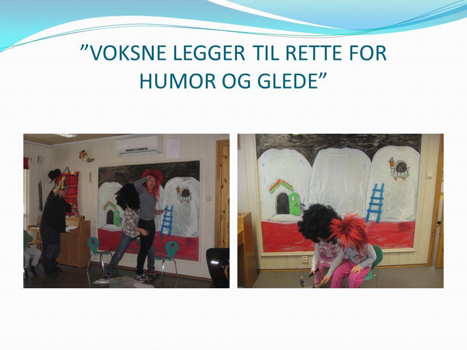 """""""VOKSNE LEGGER TIL RETTE FOR HUMOR OG GLEDE"""""""