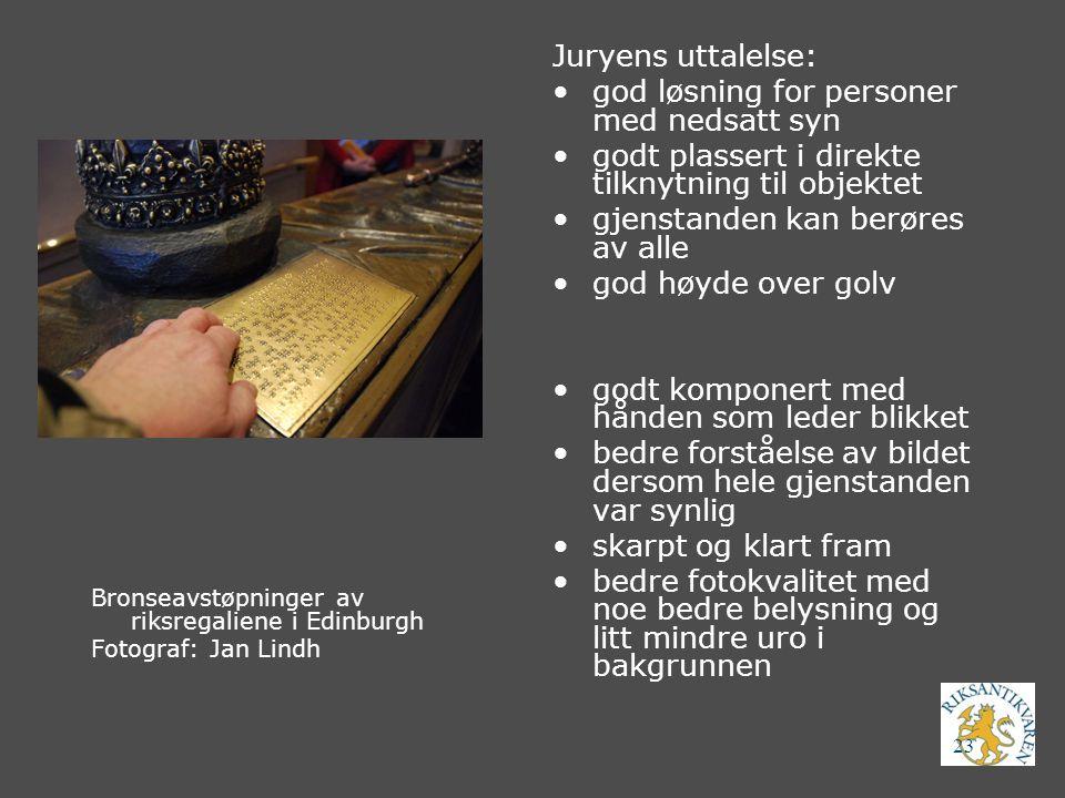 23 Bronseavstøpninger av riksregaliene i Edinburgh Fotograf: Jan Lindh Juryens uttalelse: god løsning for personer med nedsatt syn godt plassert i dir