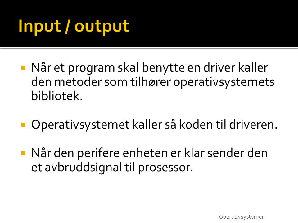  Når et program skal benytte en driver kaller den metoder som tilhører operativsystemets bibliotek.  Operativsystemet kaller så koden til driveren.
