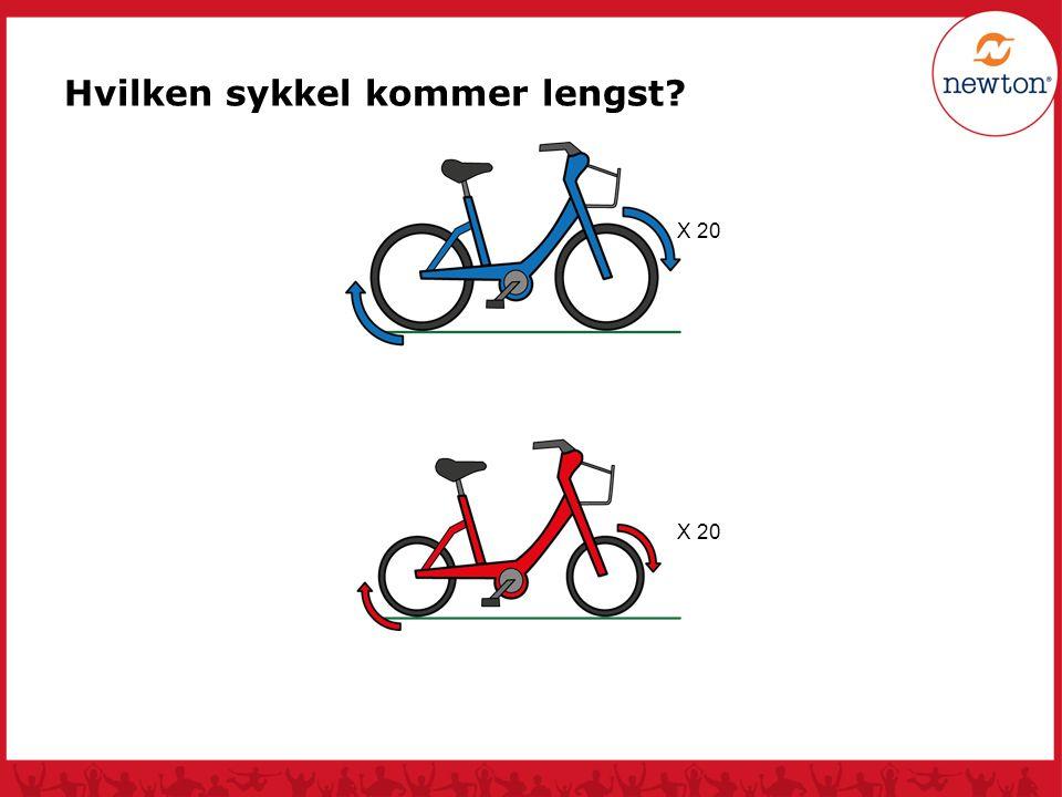 Begge syklene kommer like langt.Den med minst hjul, fordi de små hjulene går fortere rundt.