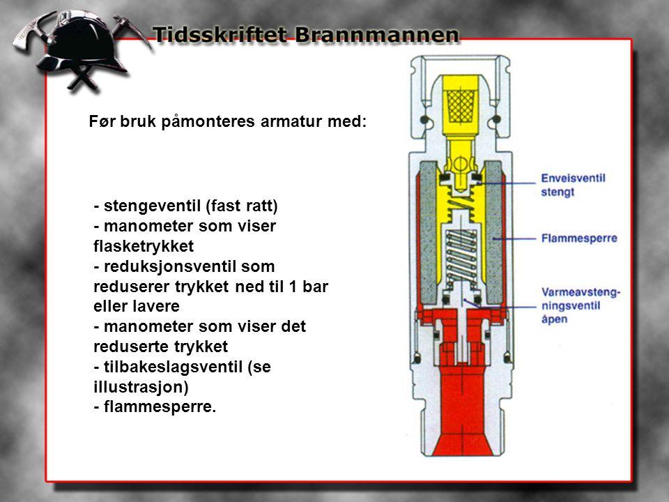 Før bruk påmonteres armatur med: - stengeventil (fast ratt) - manometer som viser flasketrykket - reduksjonsventil som reduserer trykket ned til 1 bar