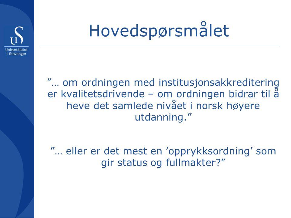 Hovedspørsmålet … om ordningen med institusjonsakkreditering er kvalitetsdrivende – om ordningen bidrar til å heve det samlede nivået i norsk høyere utdanning. … eller er det mest en 'opprykksordning' som gir status og fullmakter