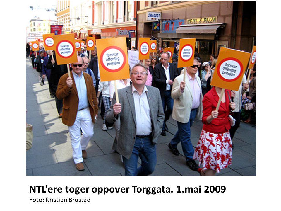 NTL'ere toger oppover Torggata. 1.mai 2009 Foto: Kristian Brustad