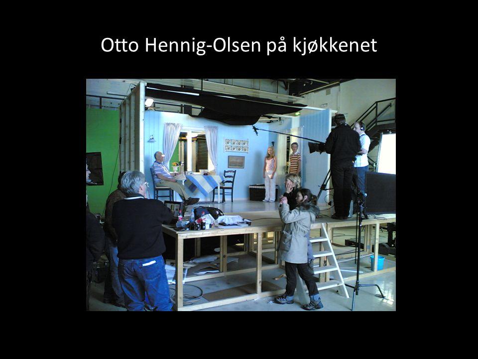 Otto Hennig-Olsen på kjøkkenet
