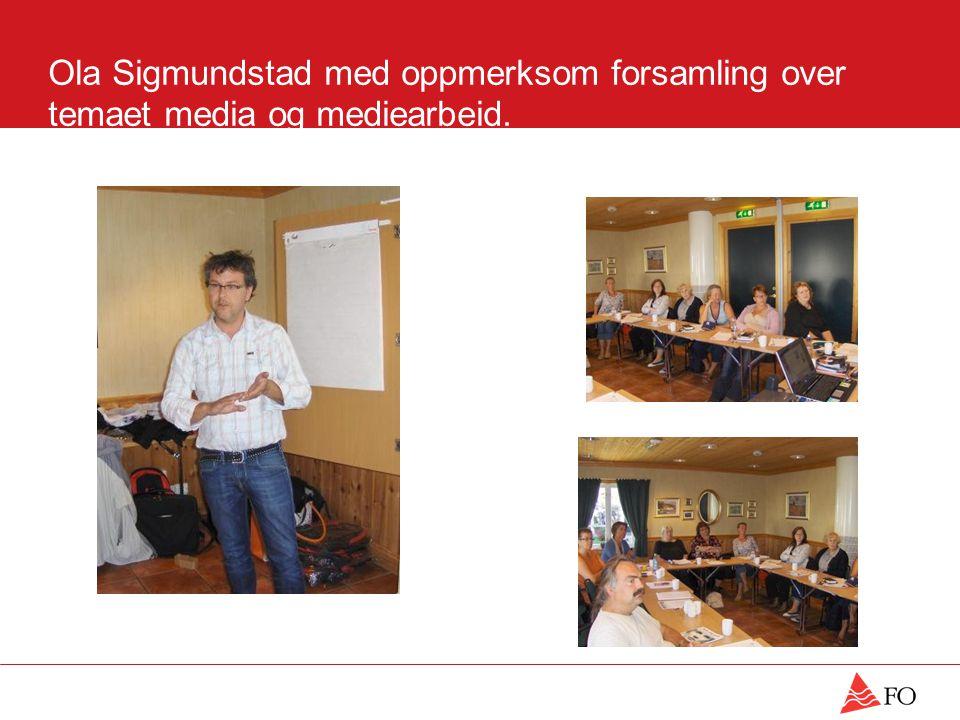 Ola Sigmundstad med oppmerksom forsamling over temaet media og mediearbeid.