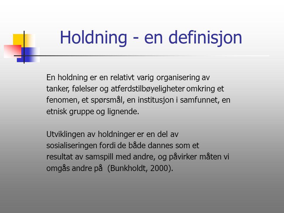 Holdning - en definisjon En holdning er en relativt varig organisering av tanker, følelser og atferdstilbøyeligheter omkring et fenomen, et spørsmål,