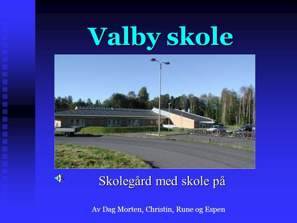Valby skole Skolegård med skole på Av Dag Morten, Christin, Rune og Espen