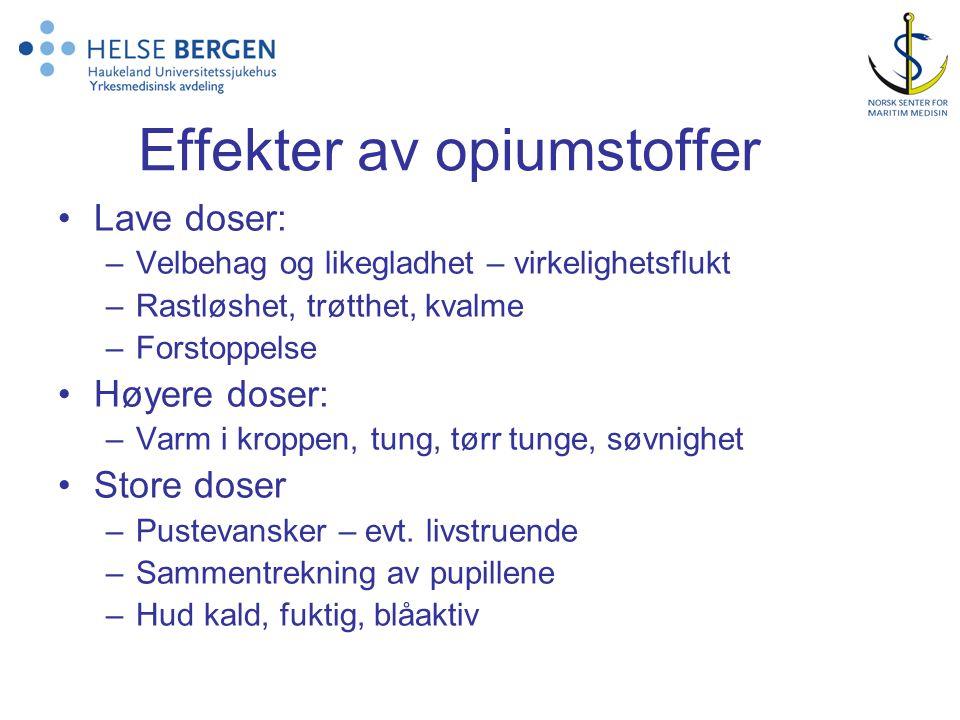 Effekter av opiumstoffer Lave doser: –Velbehag og likegladhet – virkelighetsflukt –Rastløshet, trøtthet, kvalme –Forstoppelse Høyere doser: –Varm i kr