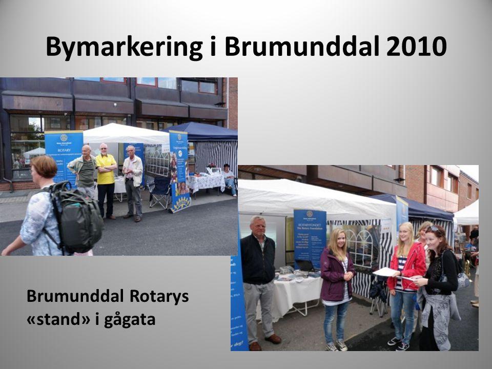 Bymarkering i Brumunddal 2010 Brumunddal Rotarys «stand» i gågata