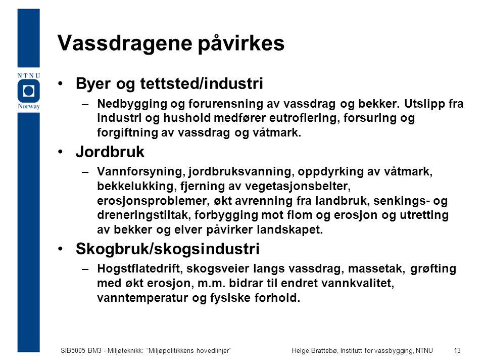 """SIB5005 BM3 - Miljøteknikk: """"Miljøpolitikkens hovedlinjer""""Helge Brattebø, Institutt for vassbygging, NTNU 13 Vassdragene påvirkes Byer og tettsted/ind"""