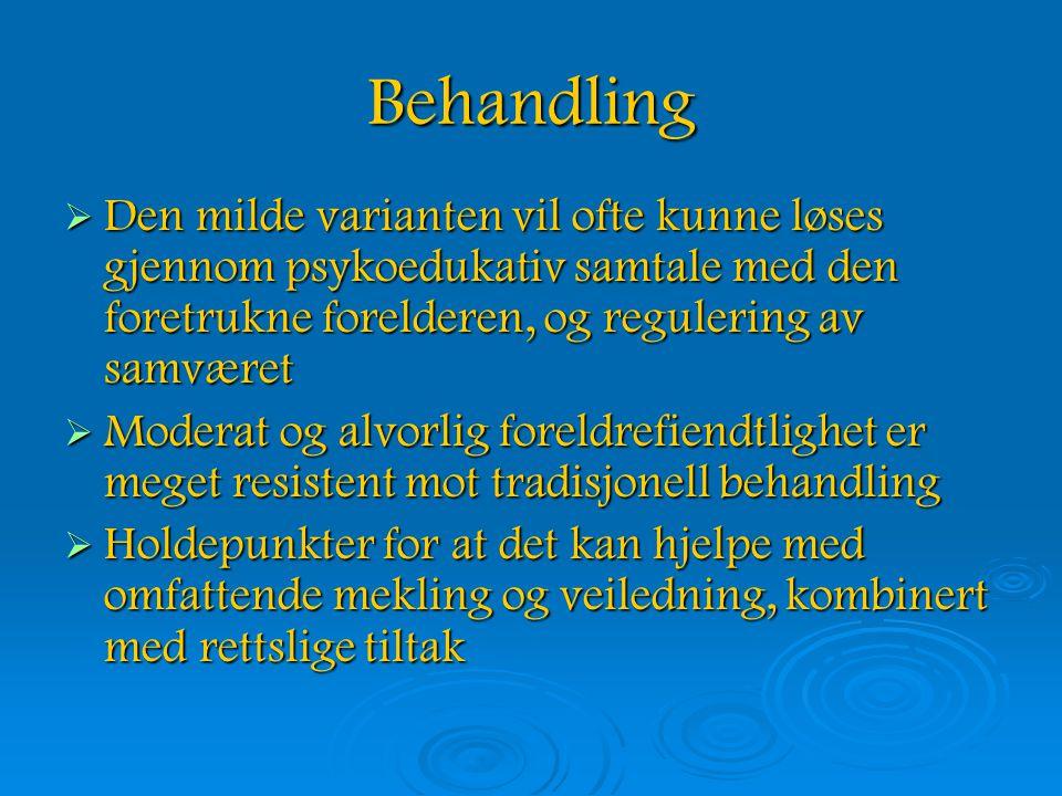 Behandling  Den milde varianten vil ofte kunne løses gjennom psykoedukativ samtale med den foretrukne forelderen, og regulering av samværet  Moderat