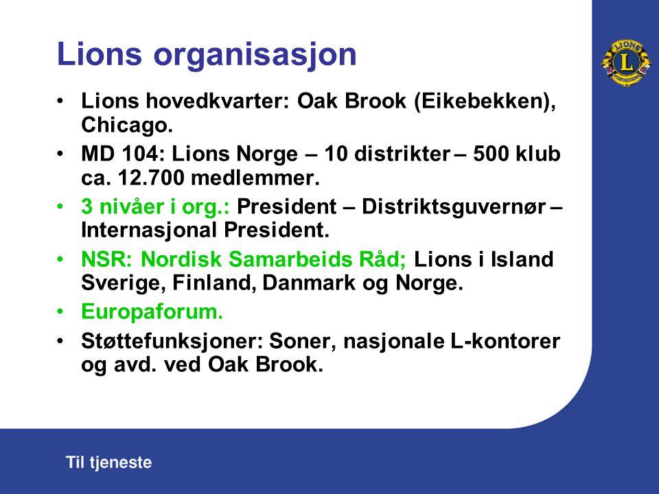 Lions organisasjon Lions hovedkvarter: Oak Brook (Eikebekken), Chicago. MD 104: Lions Norge – 10 distrikter – 500 klub ca. 12.700 medlemmer. 3 nivåer