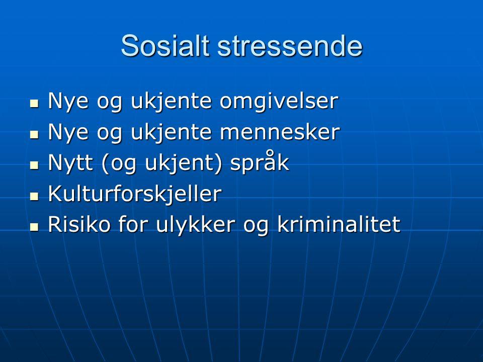Sosialt stressende Nye og ukjente omgivelser Nye og ukjente omgivelser Nye og ukjente mennesker Nye og ukjente mennesker Nytt (og ukjent) språk Nytt (