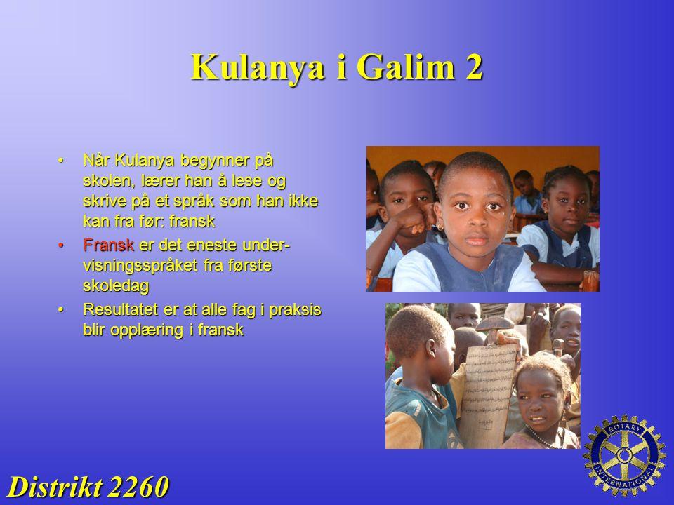 Kulanya i Galim 2 Distrikt 2260 Når Kulanya begynner på skolen, lærer han å lese og skrive på et språk som han ikke kan fra før: franskNår Kulanya beg