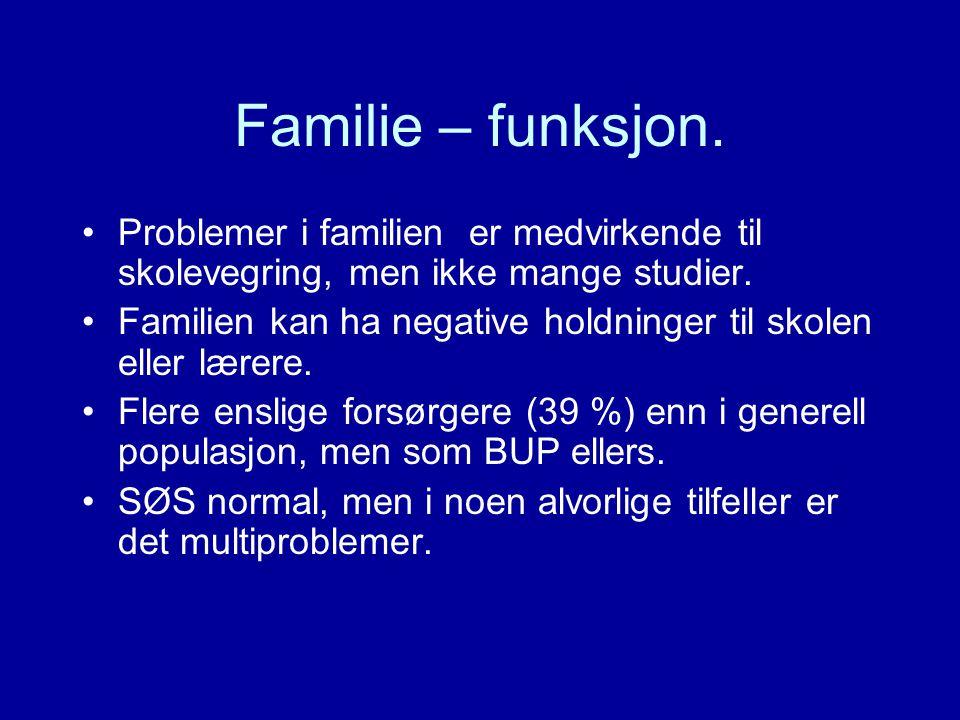 Familie – funksjon. Problemer i familien er medvirkende til skolevegring, men ikke mange studier. Familien kan ha negative holdninger til skolen eller