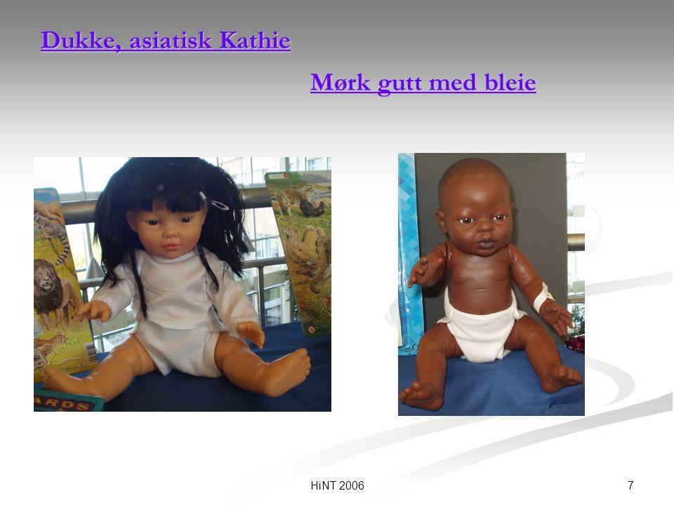 7HiNT 2006 Dukke, asiatisk Kathie Mørk gutt med bleie Dukke, asiatisk Kathie Mørk gutt med bleie