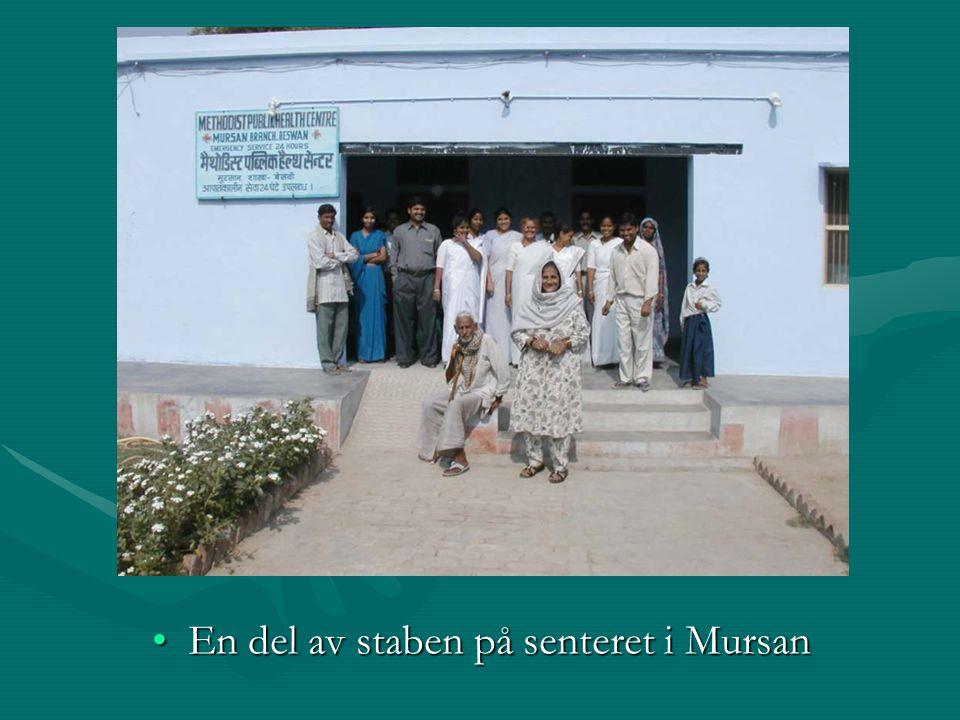 En del av staben på senteret i MursanEn del av staben på senteret i Mursan
